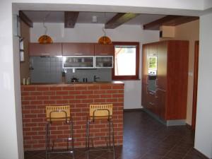 Bar a kuchyňský kout